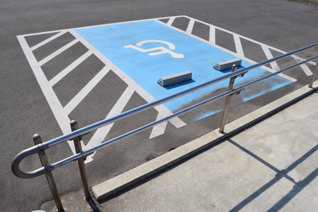 介護タクシーで駐車禁止除外指定車になるには